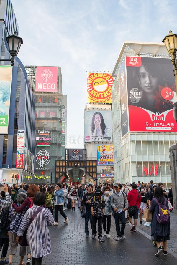 Turister på Dotonbori i Osaka, Japan arkivbild
