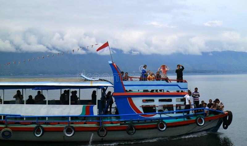 Turister på skeppet royaltyfri bild