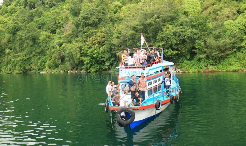 Turister på skeppet arkivfoton
