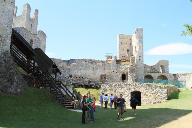 Turister på slotten Rabi royaltyfri fotografi