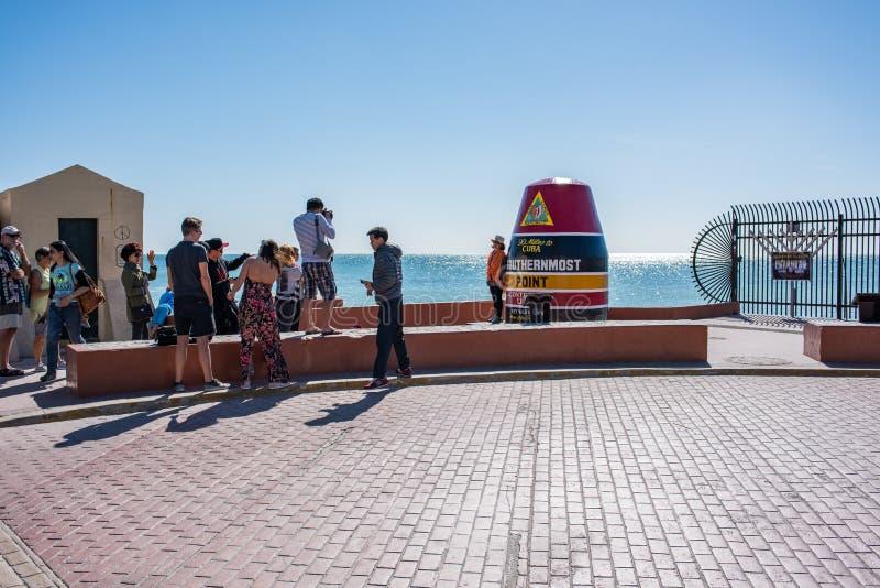 Turister på sydligast punkt av den kontinentala Förenta staterna royaltyfri bild