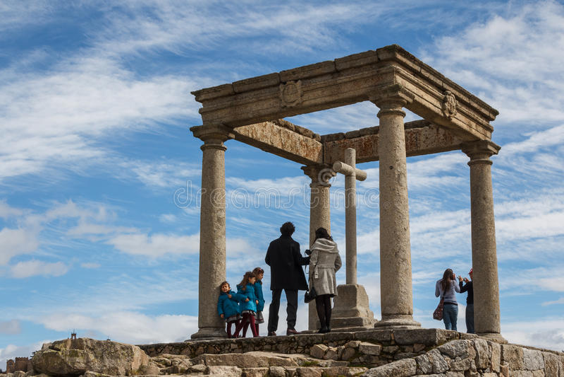 Turister på synvinkeln av Avila royaltyfria foton