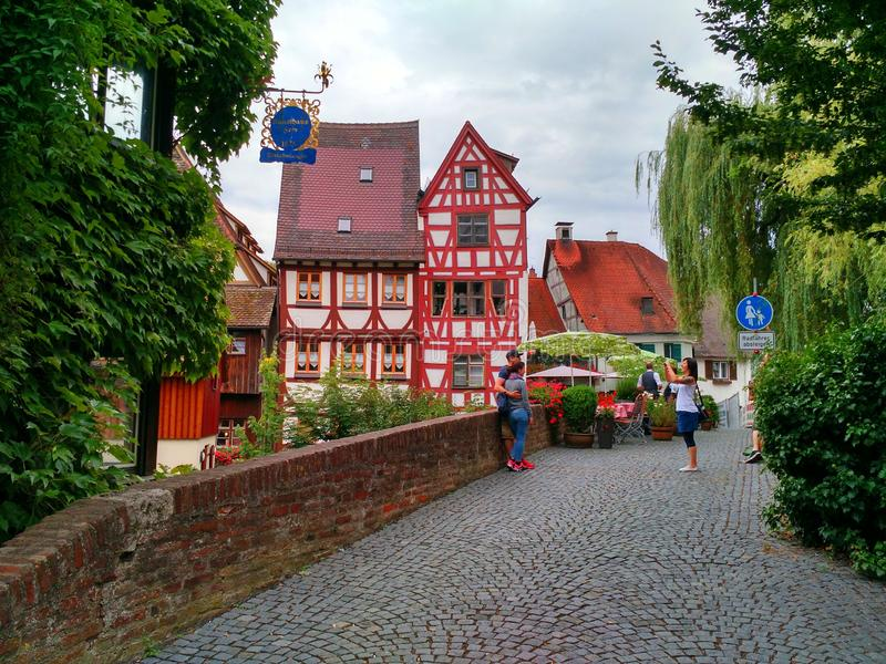 Turister på Ulm, Tyskland arkivfoto