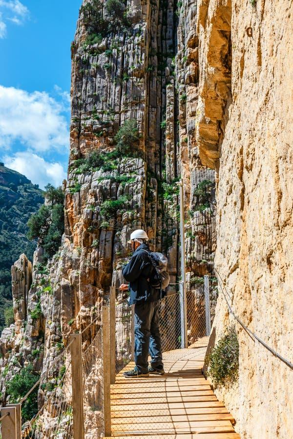 Turister promenerar Elen Caminito del Rey, Malaga, Spanien arkivbilder