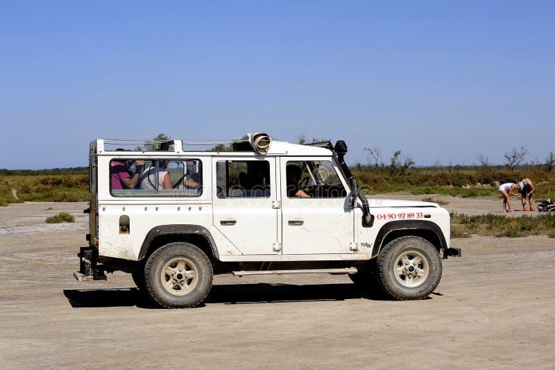 Turister som besöker Camarguen 4x4 arkivbild