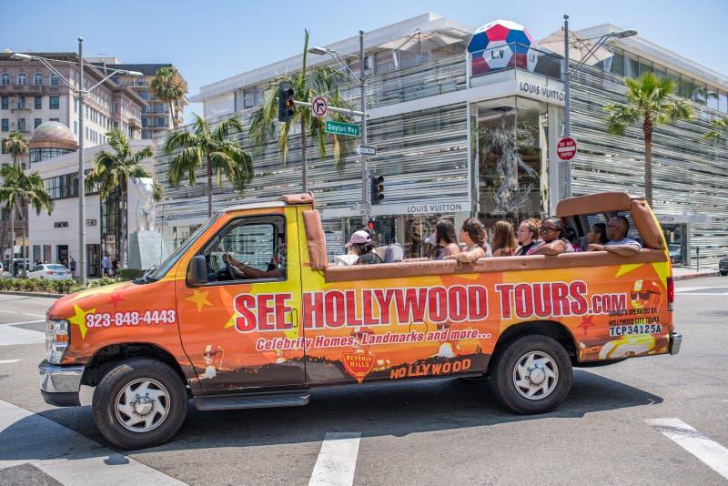 Turister turnerar på bussen/skåpbilen i rodeodrev royaltyfria bilder