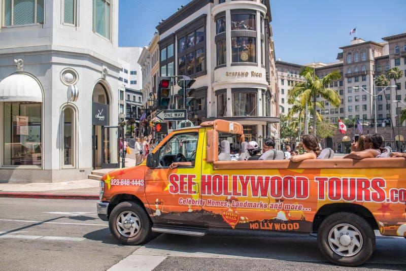 Turister turnerar på bussen/skåpbilen i rodeodrev royaltyfria foton