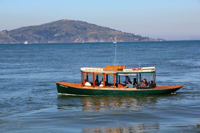 Turistfartyg arkivfoton