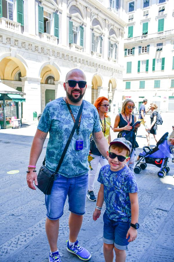 Turisti al nuove di Le strade, Genova, Italia fotografia stock