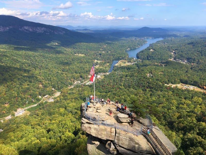 Turisti al parco di stato della roccia del camino, Nord Carolina fotografie stock libere da diritti