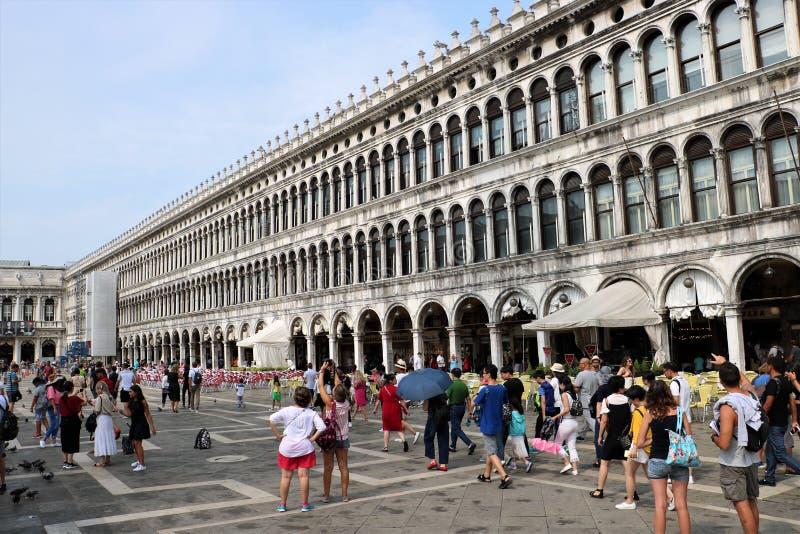 Turisti al quadrato di San Marco a Venezia fotografia stock