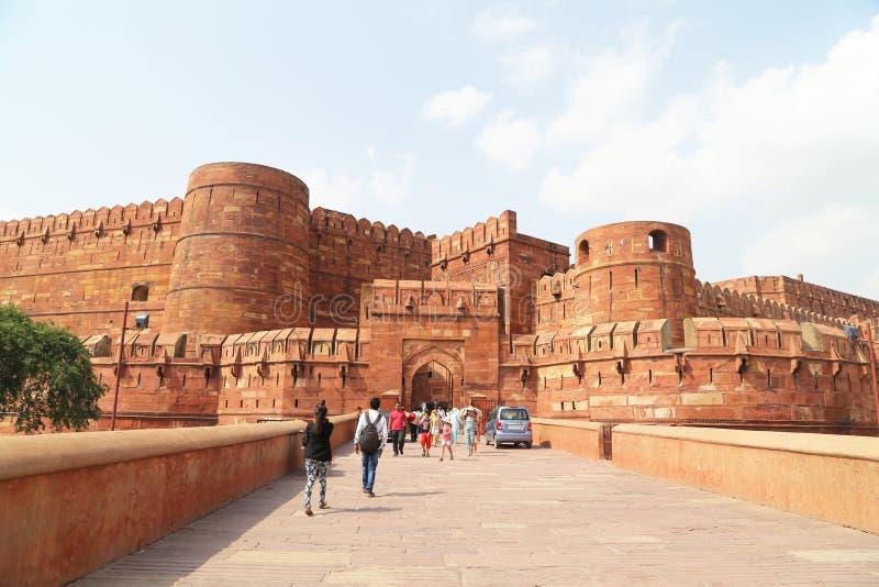 Download Turisti All'entrata Alla Fortificazione Di Agra, Agra, Uttar Pradesh, India Fotografia Editoriale - Immagine di mattone, monumento: 56877651