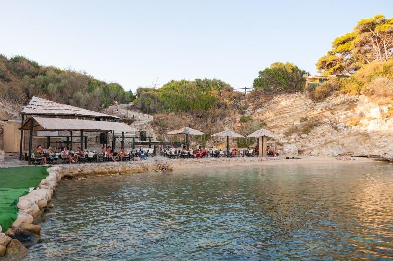 Turisti alla barra della spiaggia su Cameo Island immagine stock libera da diritti