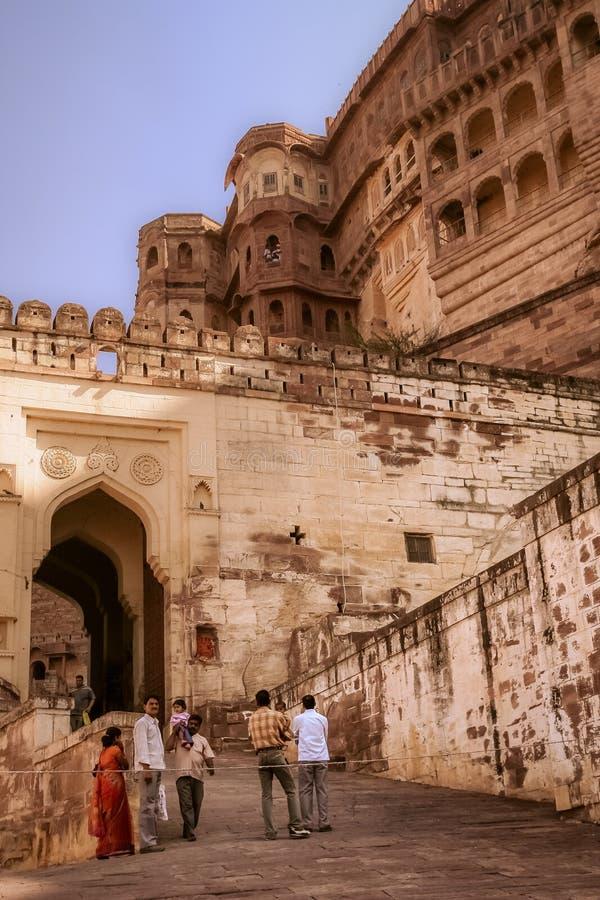 Turisti alla fortificazione di Meherangarh immagini stock