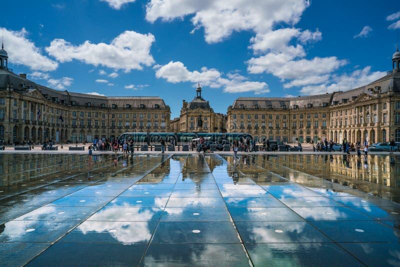 Turisti che visitano il posto de la Bourse fotografia stock libera da diritti