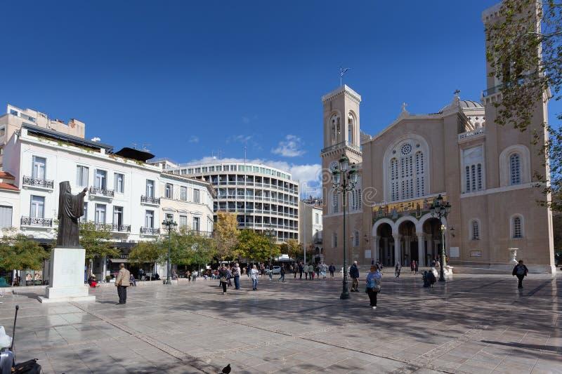 Turisti davanti alla cattedrale metropolitana dell'annuncio, Atene immagine stock libera da diritti