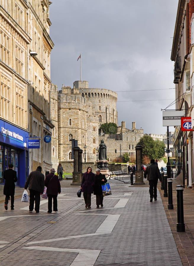 Turisti e clienti da Windsor Castle in Inghilterra immagini stock