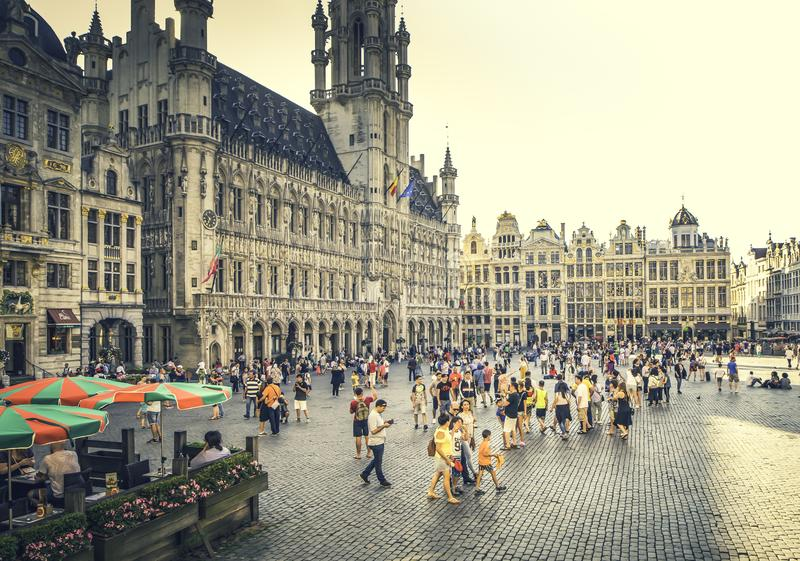 Turisti nelle città della palude in Europa durante l'ora legale fotografia stock libera da diritti