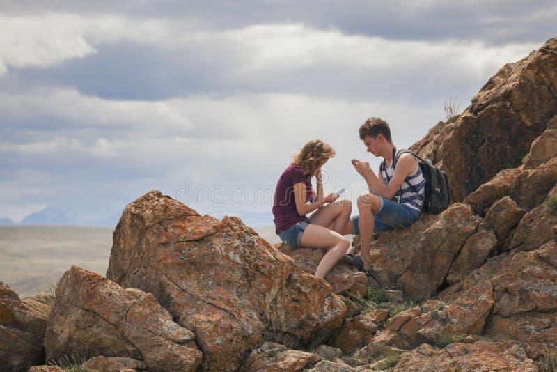 Turisti nelle montagne di Altai immagine stock libera da diritti