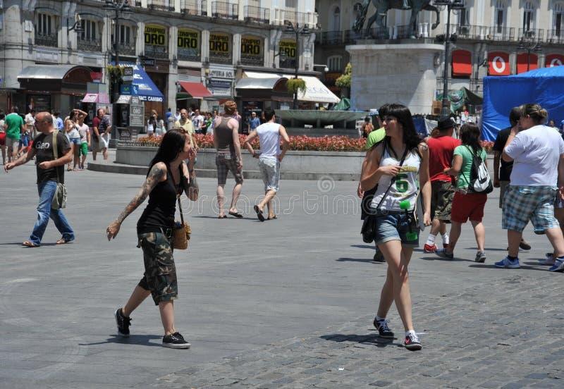 Turisti in sindaco della plaza, uno del quadrato centrale capitale del ` s sviluppato durante il Habsbourg fotografia stock libera da diritti