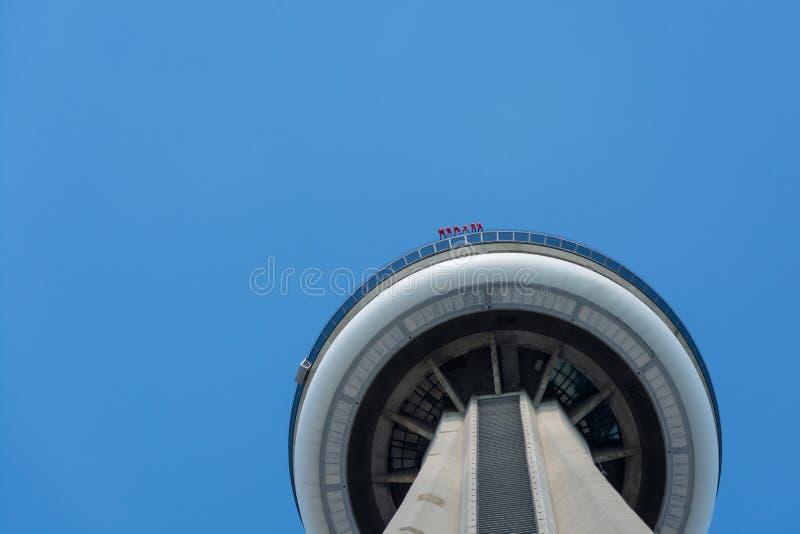 Turisti sopra la torre del CN a Toronto fotografia stock libera da diritti
