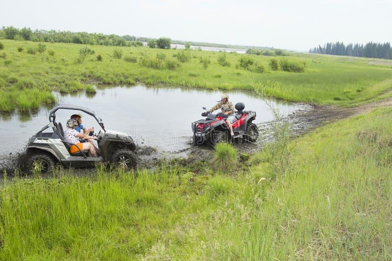 Turisti sui veicoli per qualsiasi terreno Su ATV fotografia stock libera da diritti