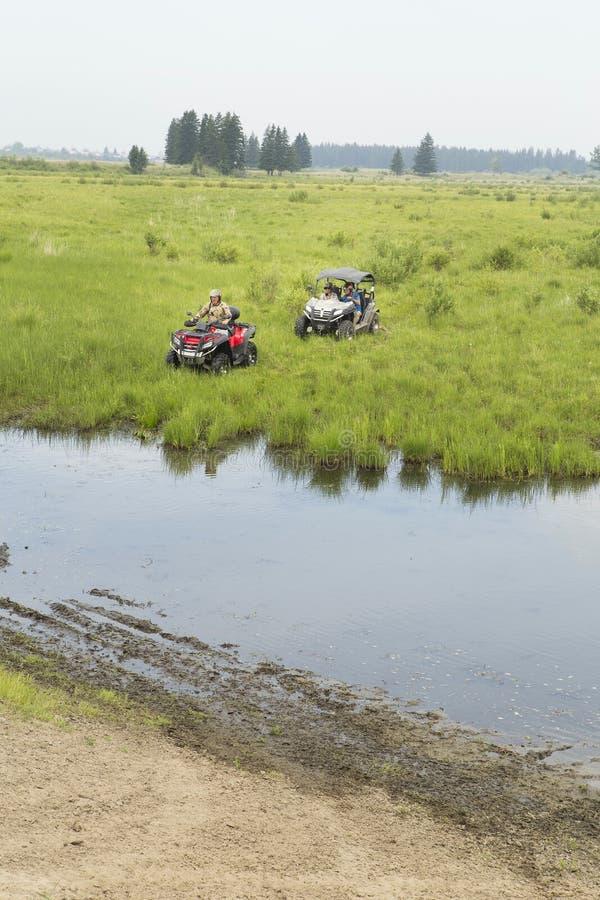 Turisti sui veicoli per qualsiasi terreno Su ATV immagine stock libera da diritti