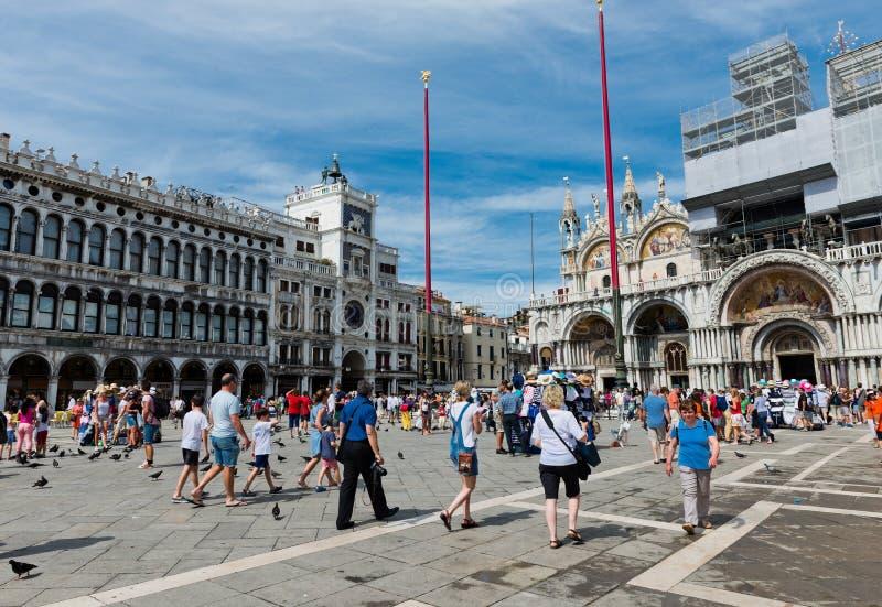 Turisti sul quadrato di San Marco a Venezia fotografie stock libere da diritti