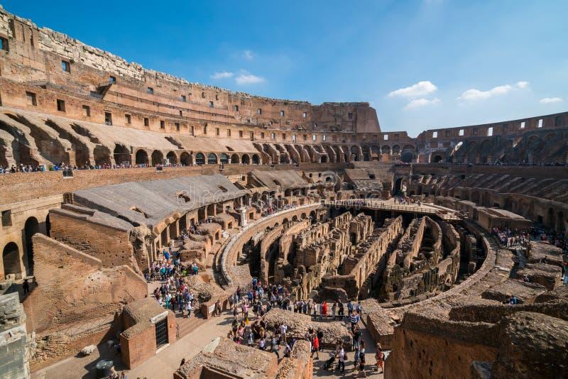 Turistico dentro Roma Colosseum Italia immagini stock