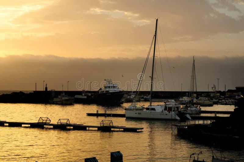 Turistico di Ognina Catania - Gommoni e Barche de Porto - terras comuns criativas pelo gnuckx m&m imagem de stock