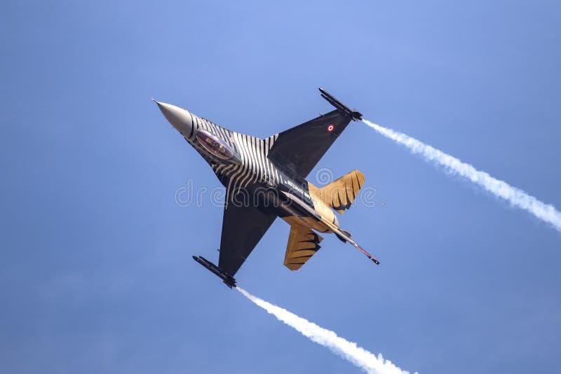 Turk Air Aerobatics Show a solas en Teknofest Estambul fotos de archivo libres de regalías