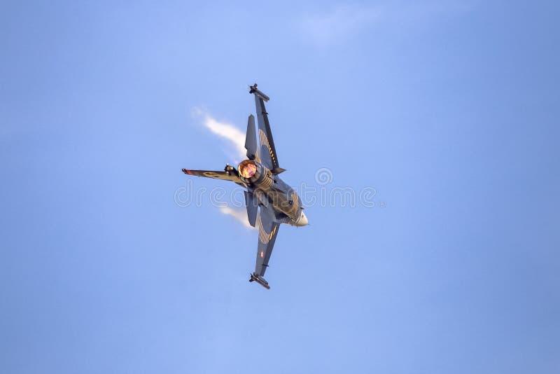 Turk Air Aerobatics Show a solas en Teknofest Estambul fotos de archivo