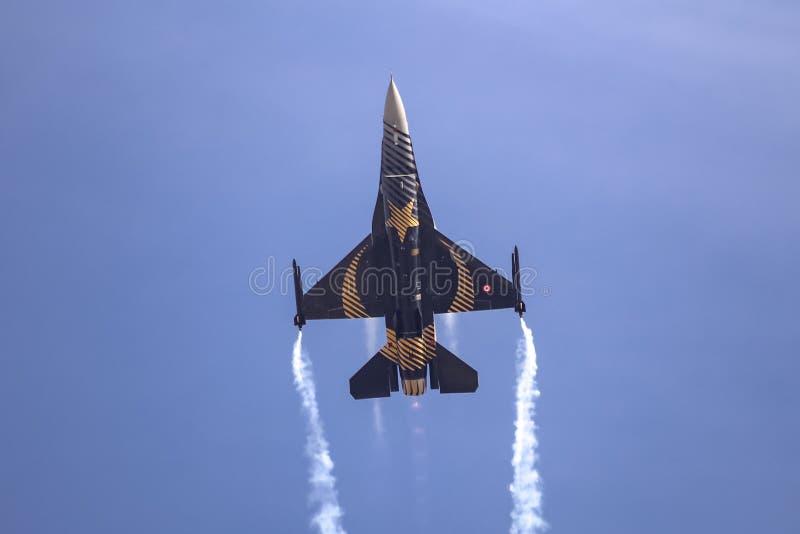 Turk Air Aerobatics Show solo in Teknofest Costantinopoli fotografia stock