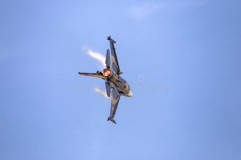 Turk Air Aerobatics Show solo in Teknofest Costantinopoli fotografie stock