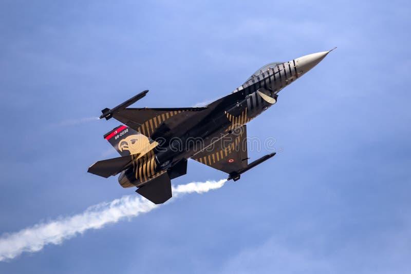 Turk Air Aerobatics Show solo in Teknofest Costantinopoli immagini stock libere da diritti