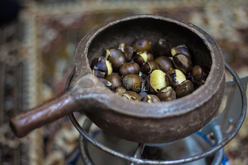 Turk grillade kastanjer - nära övre fotografering för bildbyråer