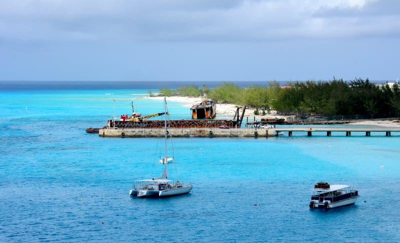 Turk Island grande com barcos imagem de stock