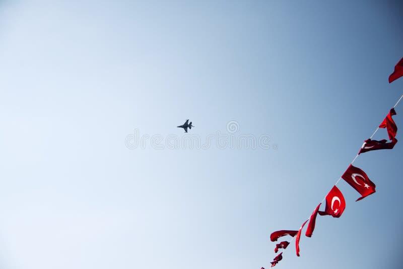Turk Performs a solas un salón aeronáutico fotos de archivo