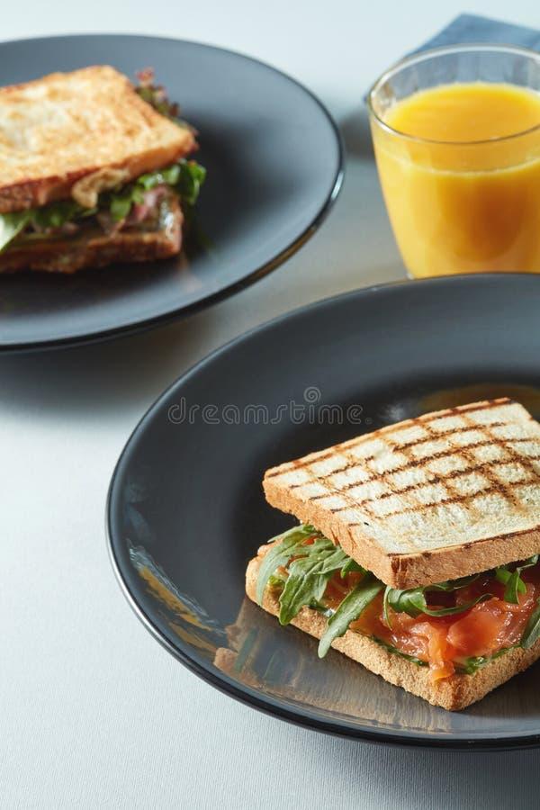 Turkiet och baconklubbasmörgås royaltyfri fotografi
