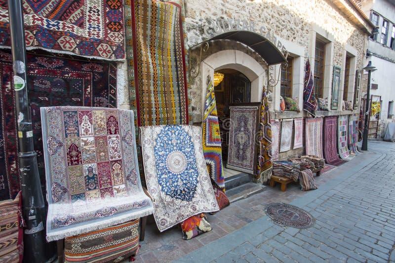 Turkije Antalya Kaleici/Met de hand gemaakte tapijtwinkels, reisconcept stock fotografie