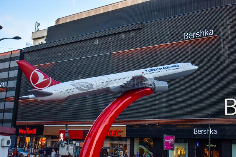 Turkish Airlines εμπορική στην πλατεία Unirii, κοντά στο κέντρο Unirii Shoping - Βουκουρέστι, Ρουμανία 20 05 2019 στοκ φωτογραφίες