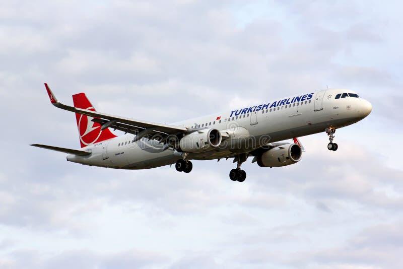 Turkish Airlines Airbus A321 imagenes de archivo