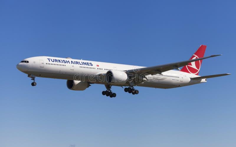 Turkish Airlines Boeing 777-300ER royalty-vrije stock afbeeldingen
