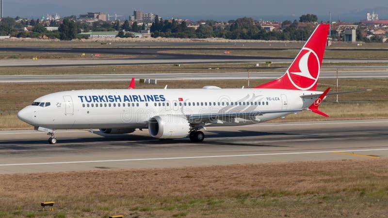Turkish Airlines Boeing 737 MAXIMUM 8 in Istanboel Turkije stock afbeeldingen