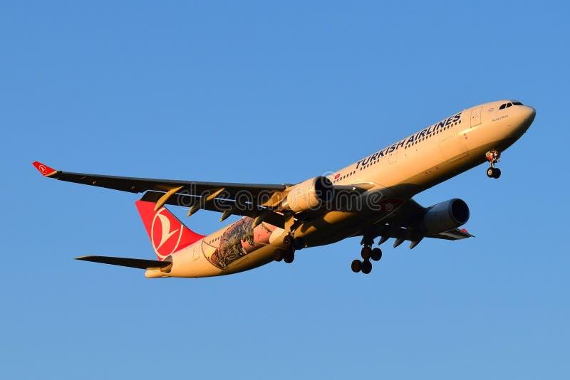 Turkish Airlines flygbuss A330 fotografering för bildbyråer