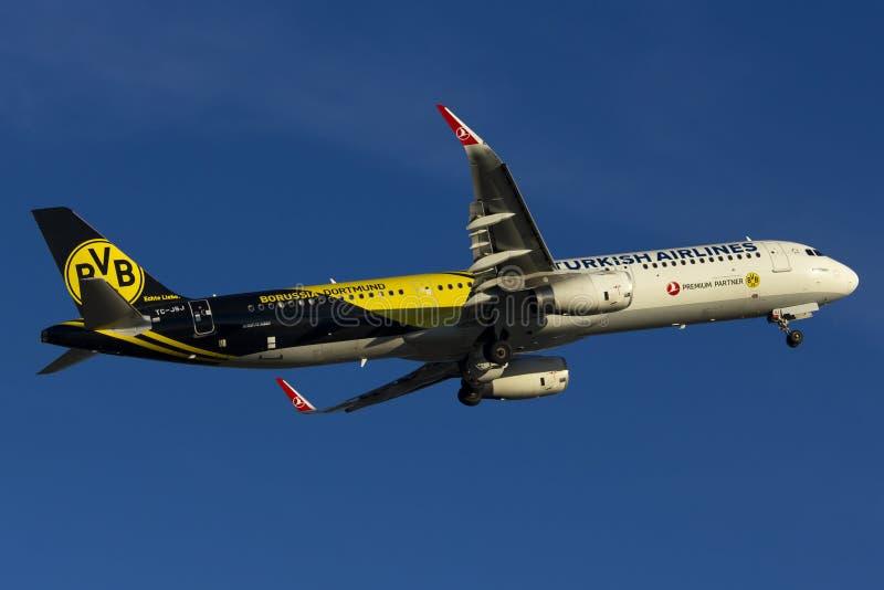 Turkish Airlines-Luchtbusa321 start stock fotografie