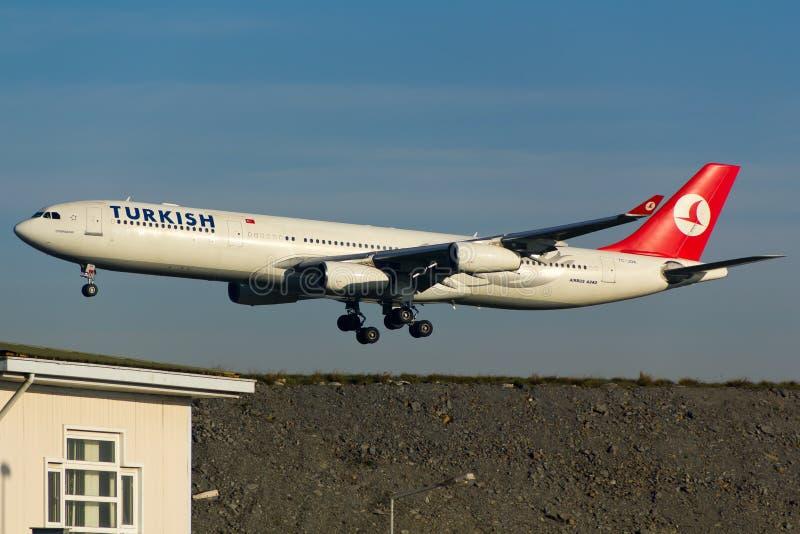 Turkish Airlines-Luchtbusa340 Vliegtuig royalty-vrije stock fotografie