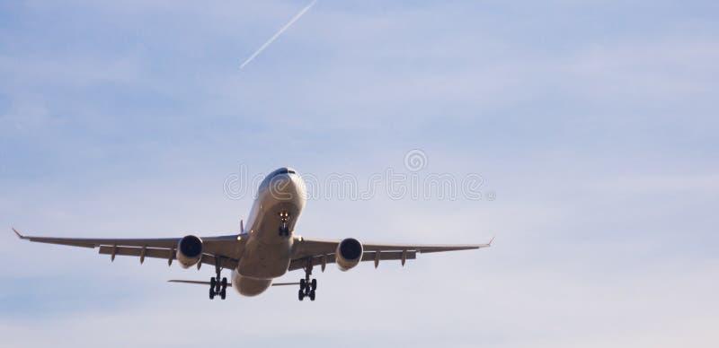 Turkish Airlines samolotu lądowanie zdjęcia royalty free