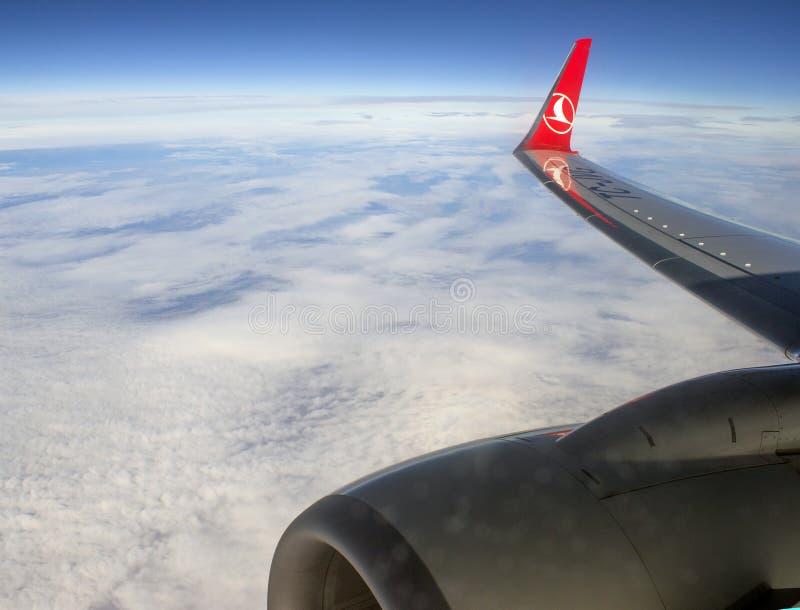 Turkish Airlines sobre las nubes fotografía de archivo libre de regalías