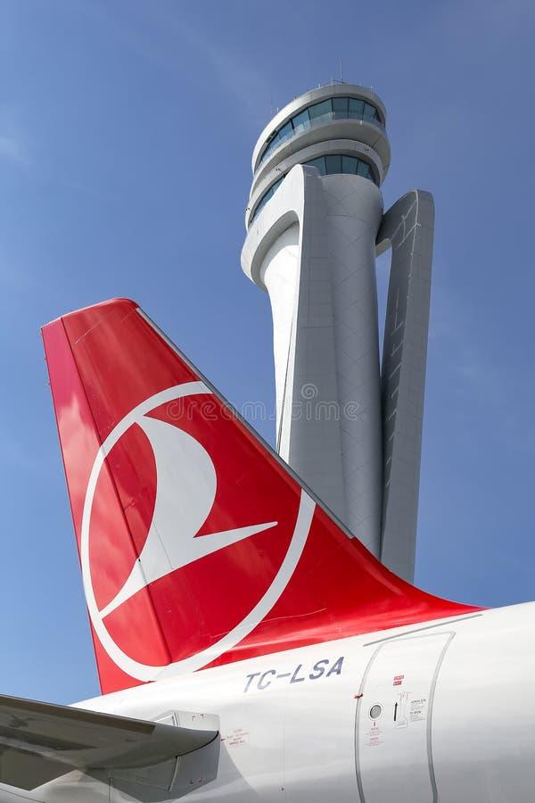 Turkish Airlines-Vliegtuig in de Nieuwe Luchthaven van Istanboel royalty-vrije stock fotografie